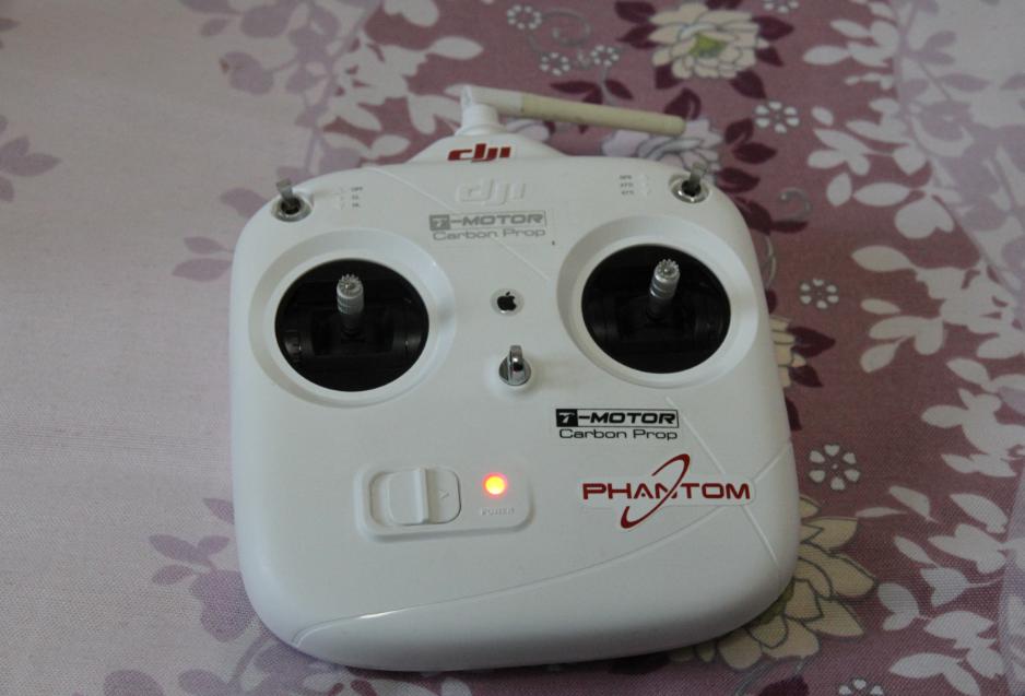 这个遥控器还是我精灵1代的遥控器直接对频的没有使用二代自带的也没区别! ...