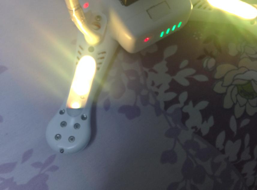 给飞机上电LED提示失控