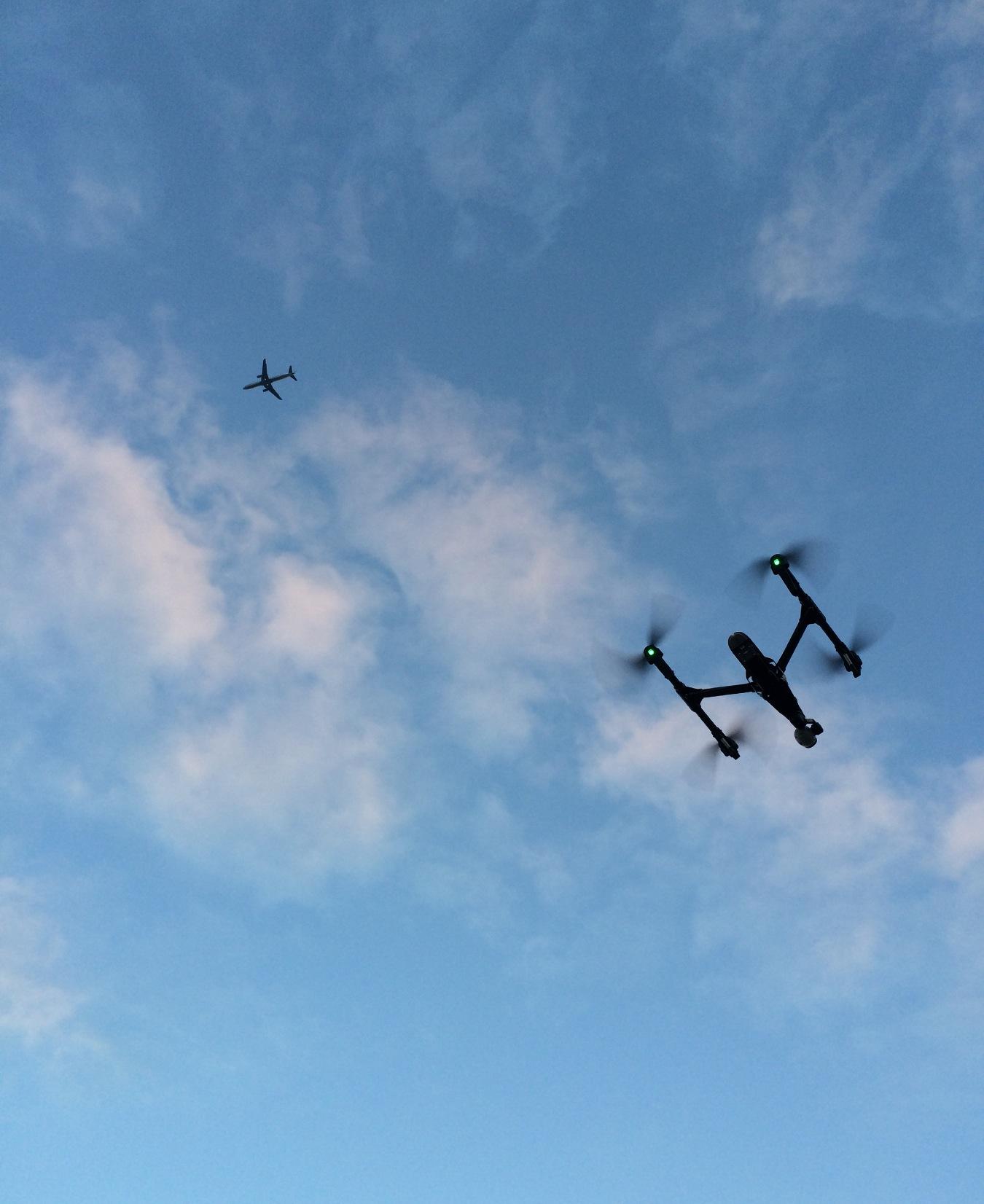 大飞机和小飞机,很危险