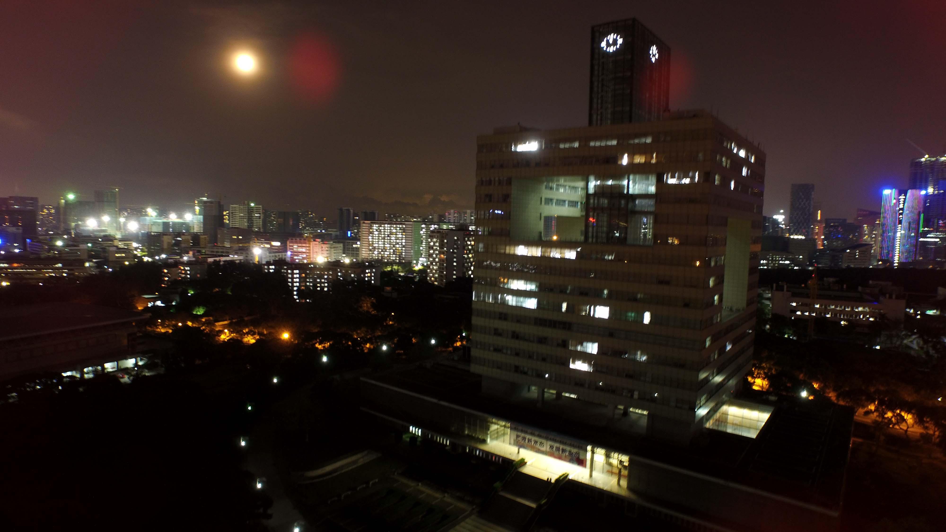 航拍科技楼夜景(8秒直出).jpg