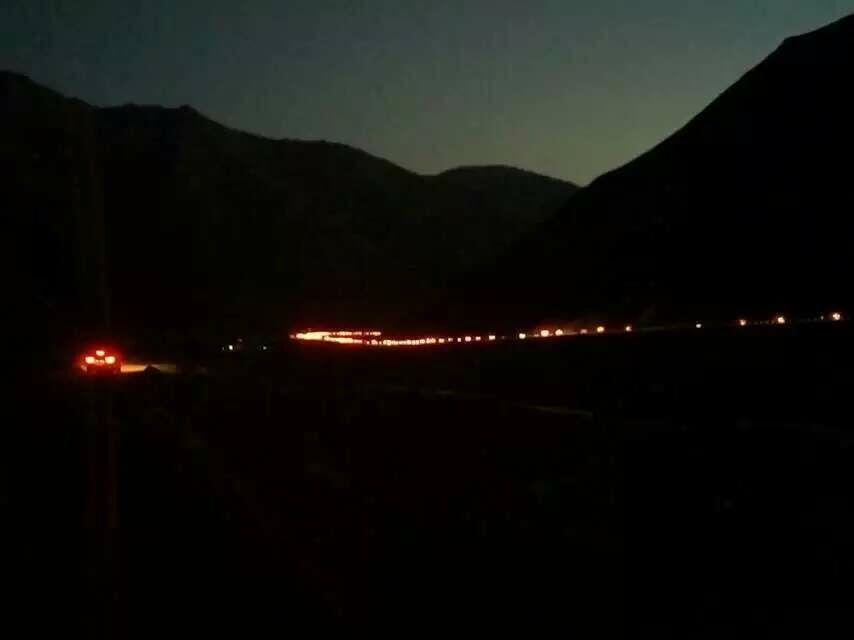 独库公路恐怖20公里大堵车,离乔尔玛近在咫尺却走不过去,最后只能选择就地扎营 ... ...