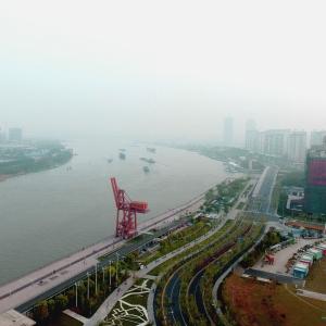 阮翔-滨江的转角.jpg