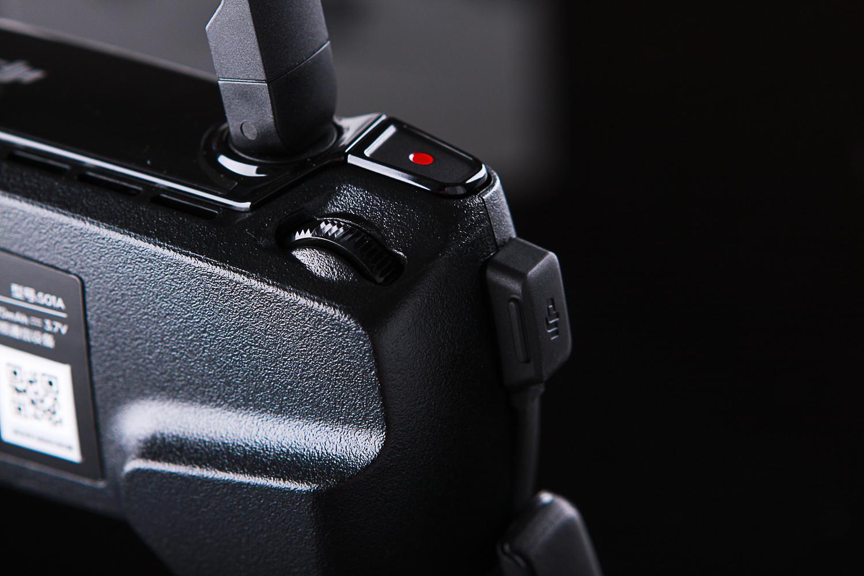 遥控左:录像键和镜头拨盘