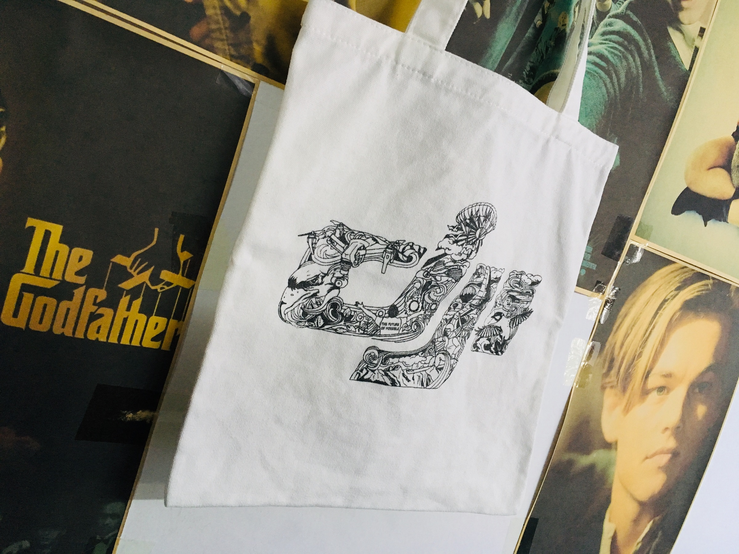 这个是淘宝官方旗舰店积分兑换的帆布袋